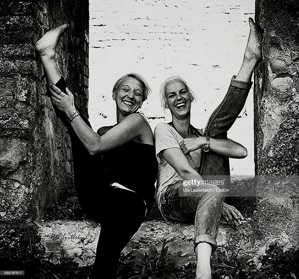 Two Smiling Young Women With Legs Up : Foto stock