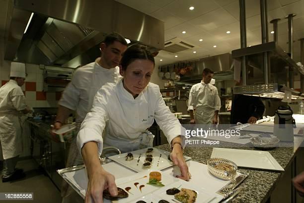 Two Stars For Three Women Great Chefs AnneSophie PIC chef du restaurant Maison Pic au 285 avenue VictorHugo à VALENCE mettant ses assiettes préparées...