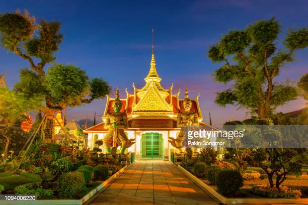 two statue giant at churches wat arun - grand palace bangkok stock pictures, royalty-free photos & images