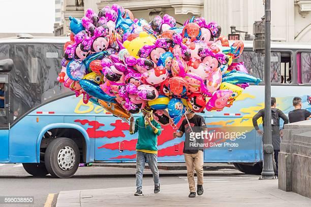 two suys selling colorful balloons in lima peru - lima perú fotografías e imágenes de stock