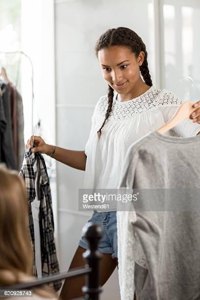 two teenage girls trying on clothes - anprobieren stock-fotos und bilder