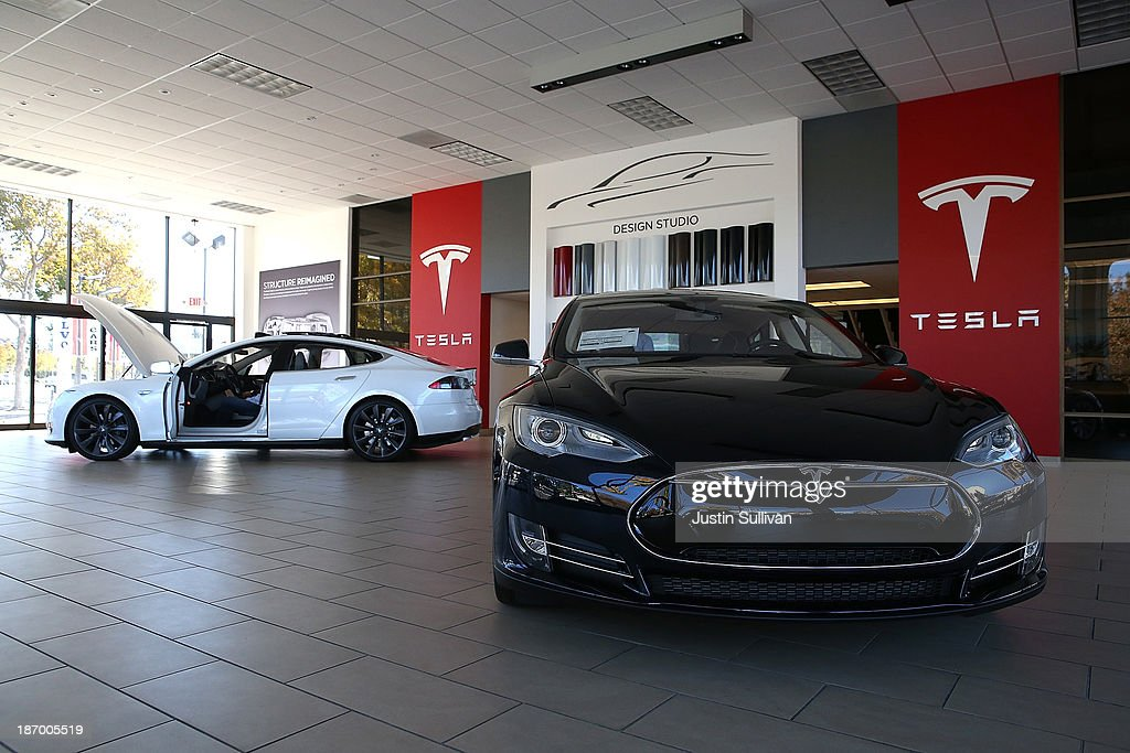 Two Tesla Model S cars are displayed at a Tesla showroom on November 5, 2013 in Palo Alto, California. Tesla will report third quarter earnings today after the closing bell.