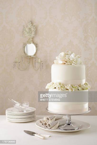 two tier wedding cake with knife and plates - free walpaper stock photos and pictures