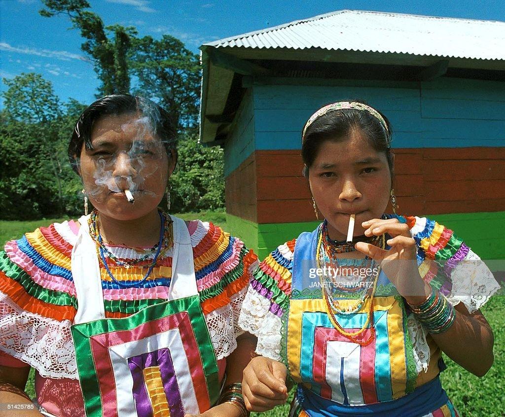 Two Tzeltal Maya women, Marfa y Juanita Hern?ndez, : News Photo
