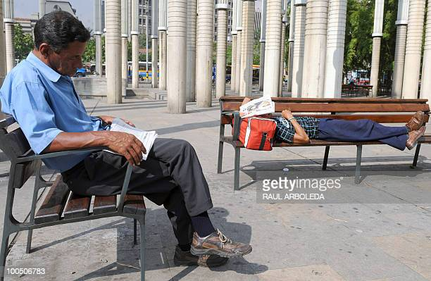 Two unemployed mean rest at a park on May 25 2010 in Medellin Antioquia department Colombia AFP PHOTO/Raul ARBOLEDA