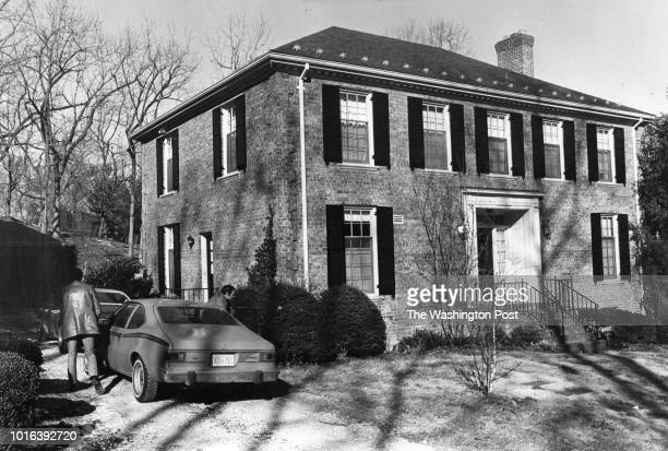 Two unidentified men got out of this car and went in a side door of Lee Lescaze's house on February 3 1980