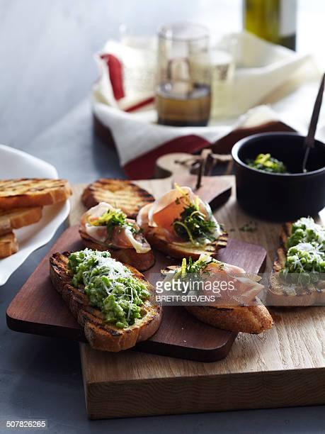 two variety bruschetta - voorgerecht stockfoto's en -beelden