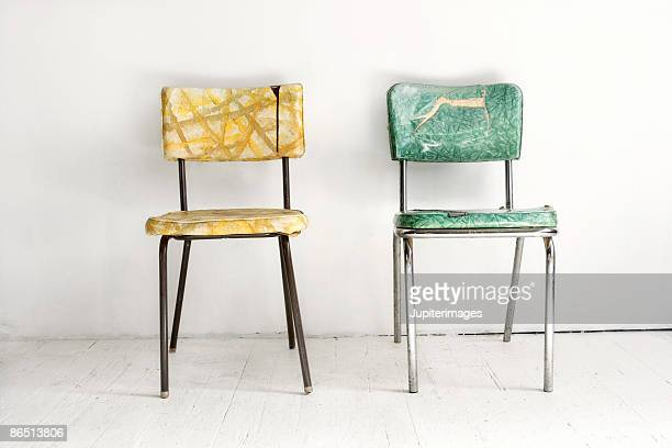 two vintage chairs - deux objets photos et images de collection
