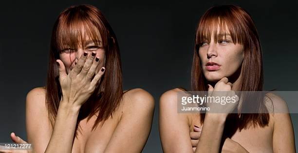 Zwei wen mit verschiedenen Ausdrucksformen auf ihren Gesichtern