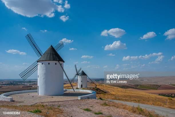 two windmills - castilla la mancha fotografías e imágenes de stock