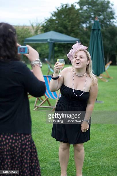 two woman in garden having party - s0ulsurfing stockfoto's en -beelden