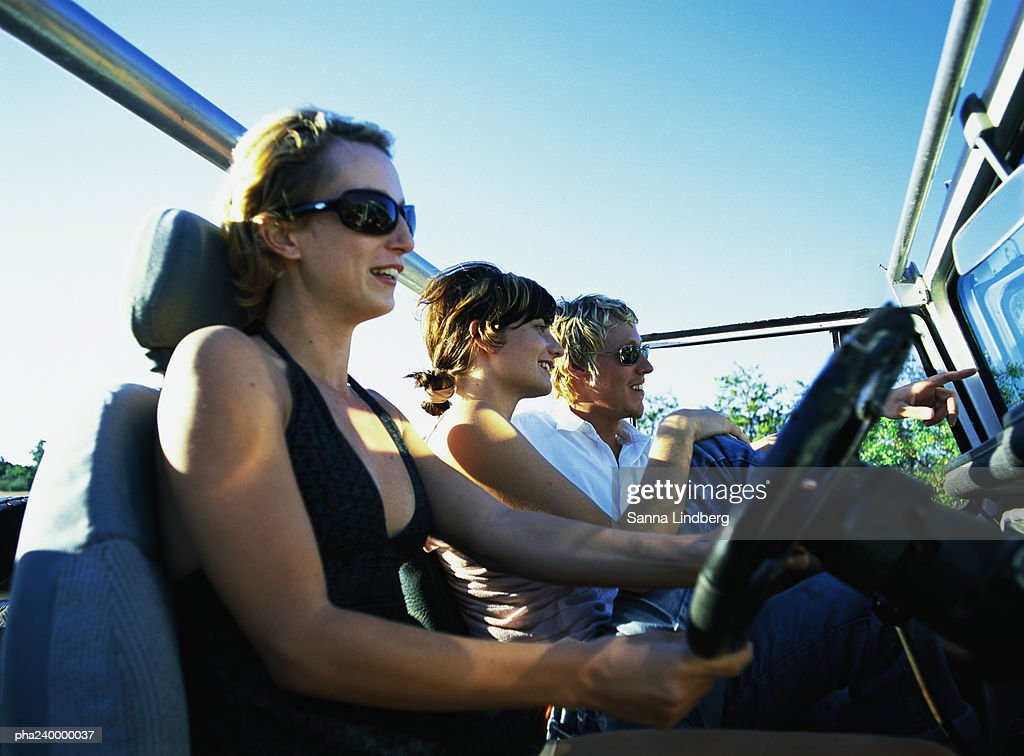 Two women and man in 4x4 car : Stockfoto