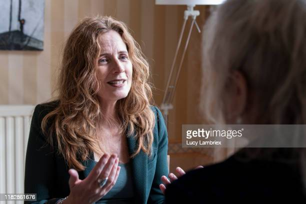 two women at a counseling session - lucy lambriex stockfoto's en -beelden