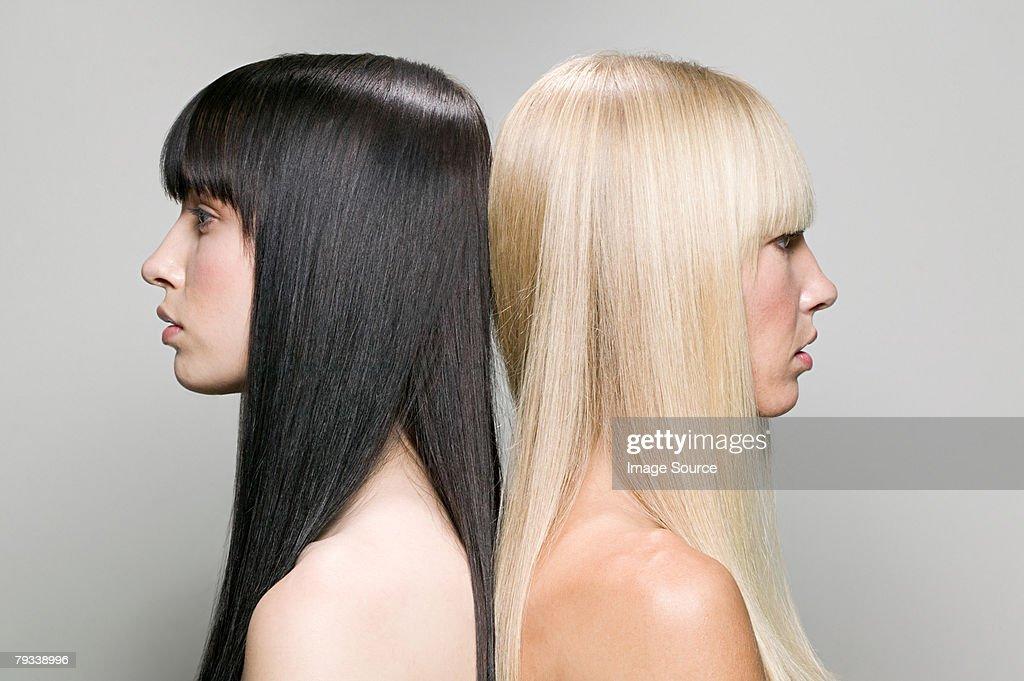 バックに 2 つの女性の : ストックフォト