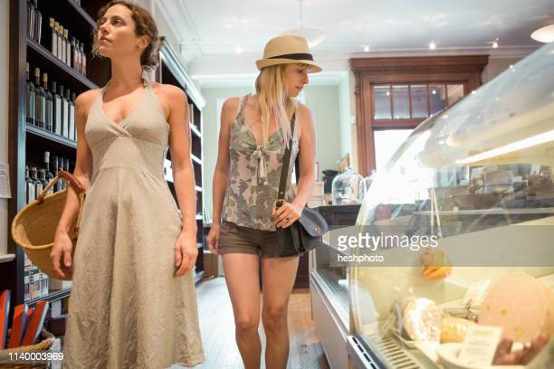 two women browsing in organic grocery - heshphoto imagens e fotografias de stock