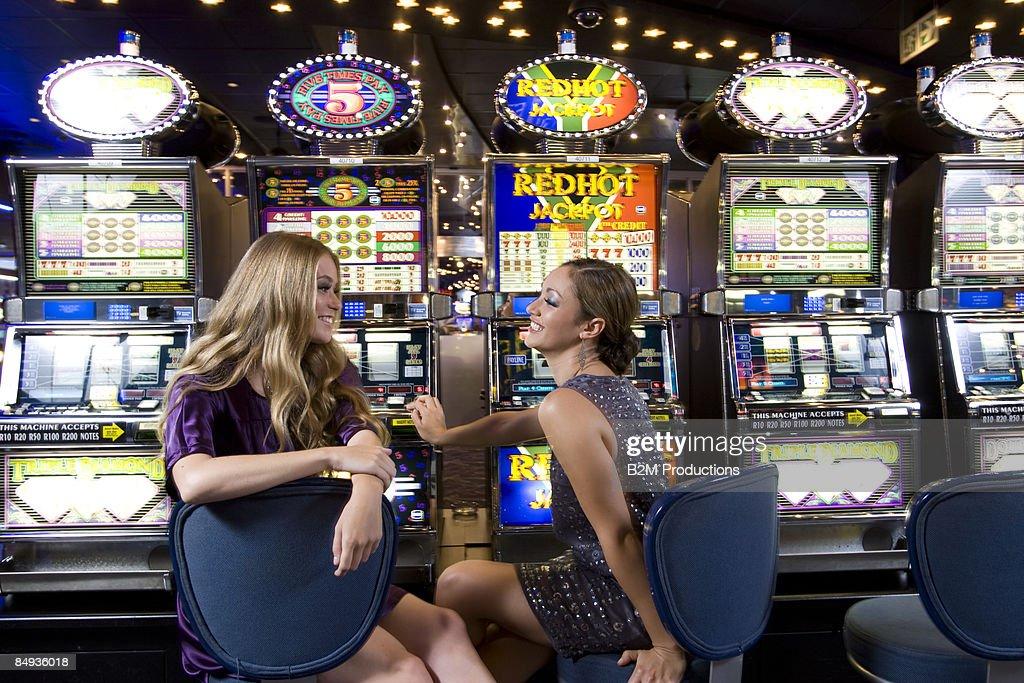 Amazing Ladies Slot Machine