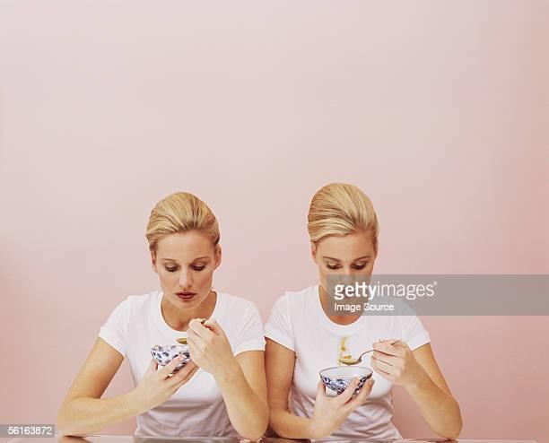 two women eating soup - 双子 ストックフォトと画像