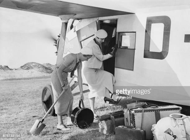 Two women get on a plane the island Wangerooge Wolff Tritschler Vintage property of ullstein bild