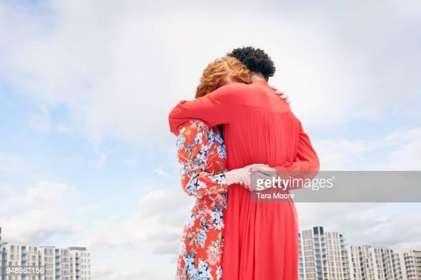 two women hugging - intersex photos et images de collection