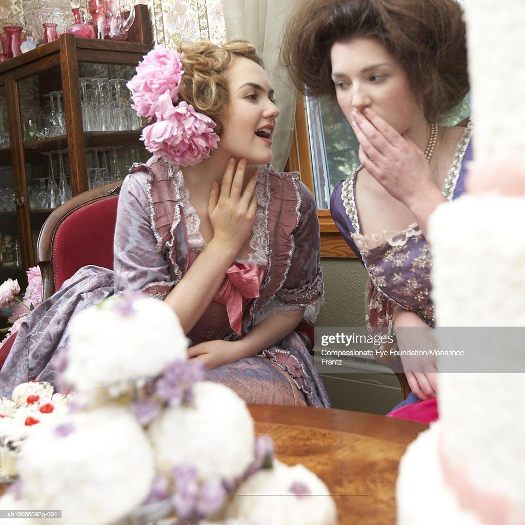 Two women in period dress talking : Foto stock
