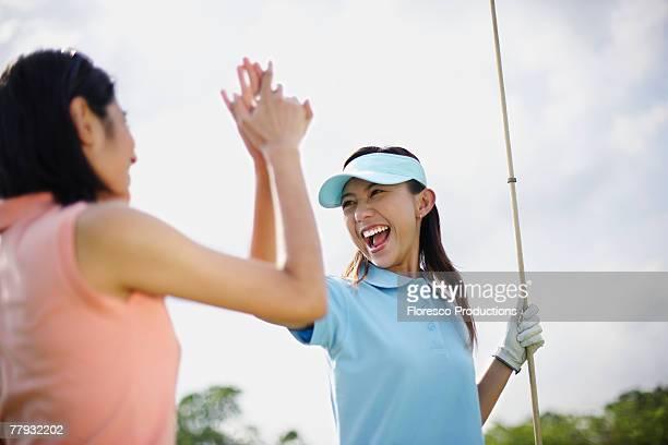 two women playing golf - 女子 ゴルフ ストックフォトと画像