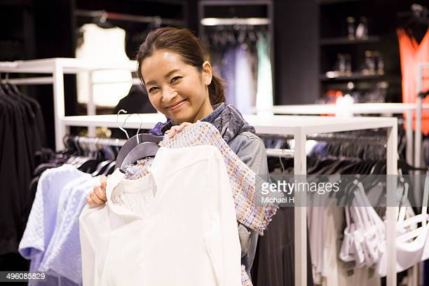 two women shopping together in the store - 30代の女性 ストックフォトと画像