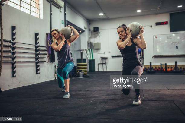 two women training in gym - cross training stock pictures, royalty-free photos & images