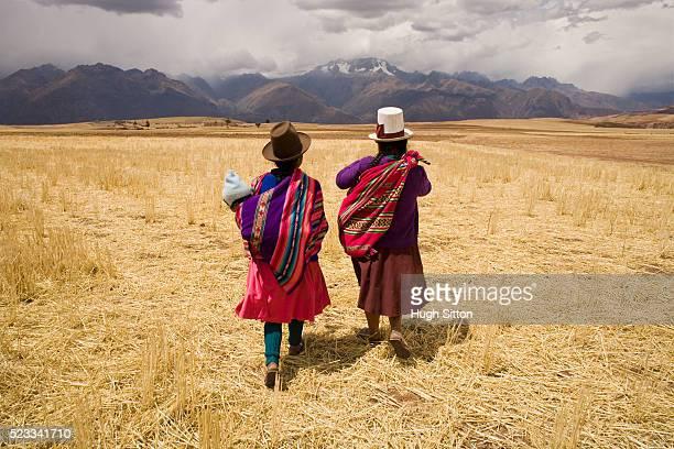 two women walking through field - hugh sitton fotografías e imágenes de stock