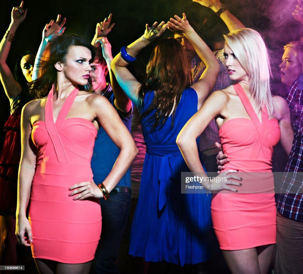 Two women wearing the same dress : Stockfoto
