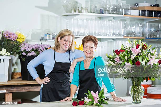 two women working in a flower shop wearing aprons - kali rose stock pictures, royalty-free photos & images