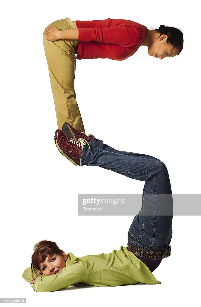 two young adults in colorful clothes create the number five : Stockfoto