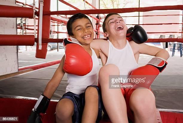 two young boxers sharing a moment. - boxe esporte - fotografias e filmes do acervo