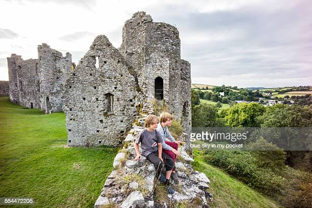 two young boys exploring a castle in wales - castle stock pictures, royalty-free photos & images