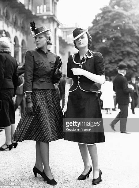 Two young elegant women at the Elegance Day at Longchamp on June 15 1939 in Paris France