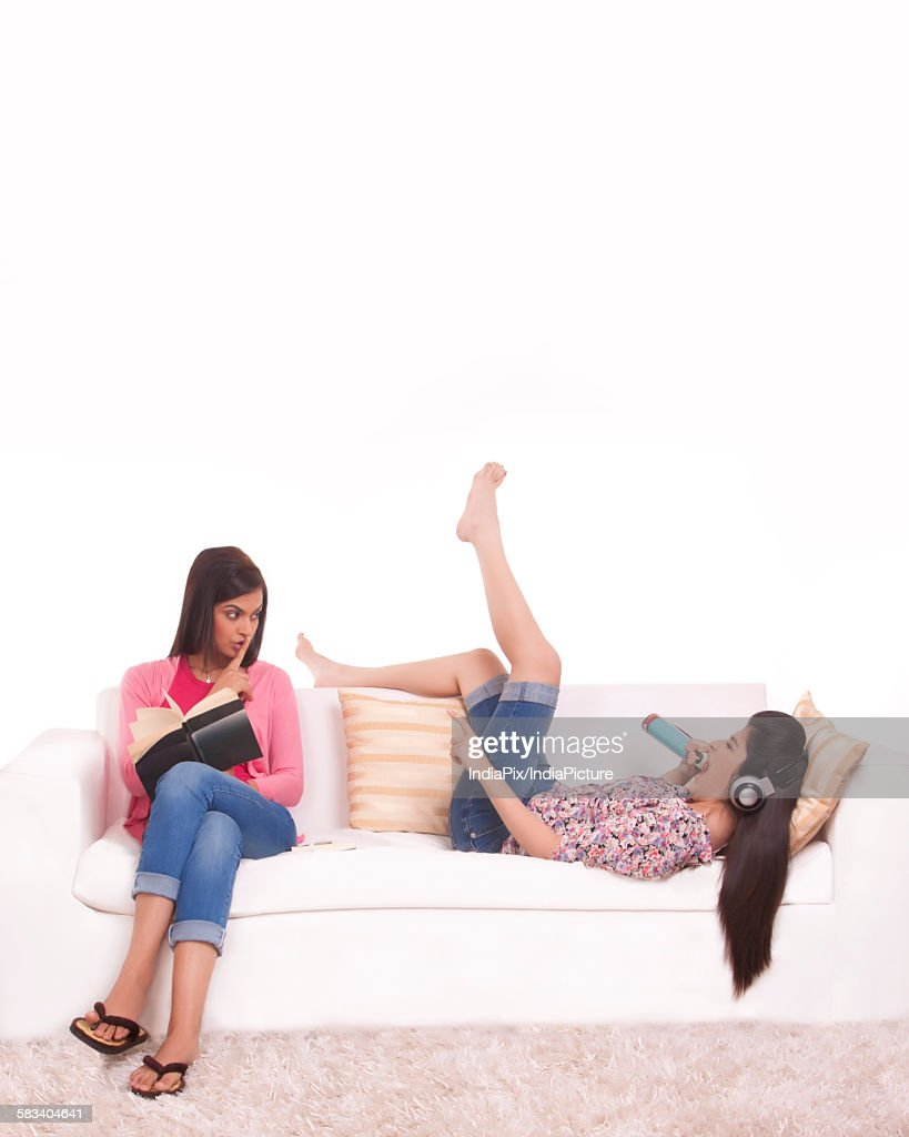 Two young friends hanging out together : Stock Photo