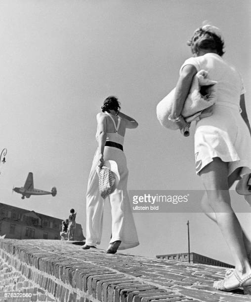 Two young girls on the promenade of the beach on the island Wangerooge Wolff Tritschler Vintage property of ullstein bild