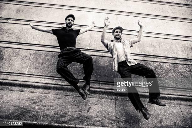 two young men have fun in the streets of berlin - arte, cultura e espetáculo imagens e fotografias de stock