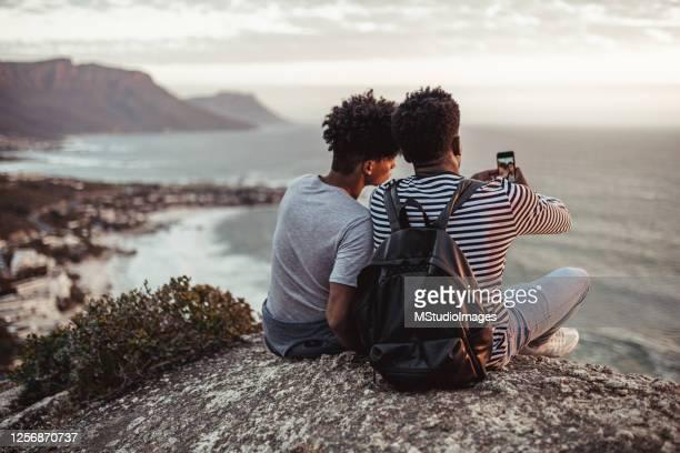 two young men taking a selfie - província do cabo ocidental imagens e fotografias de stock