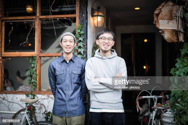 two young men's cafe owners of confident - ミッドアダルト stock pictures, royalty-free photos & images