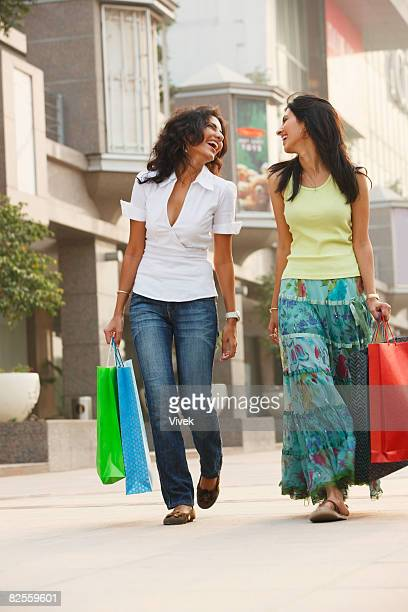 two young with shopping bags