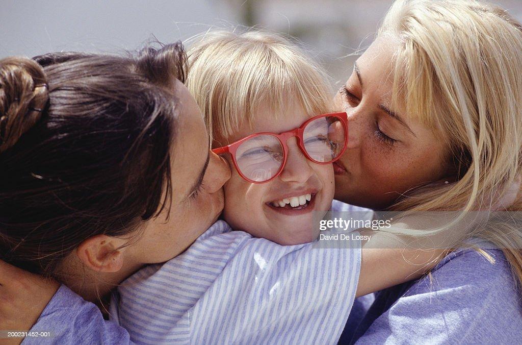home-women-kissing-teens-cute-girl