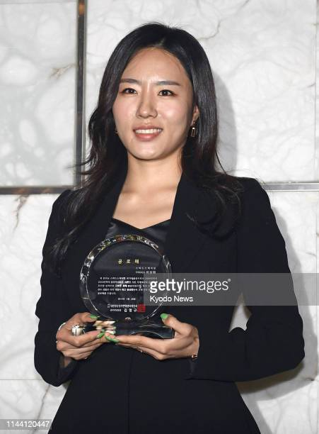 Twotime Olympic speed skating gold medalist Lee Sang Hwa of South Korea receives a commemorative gift for her achievement at a press conference to...