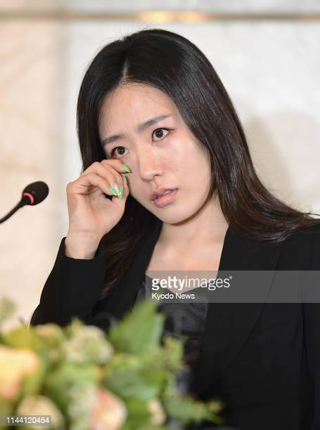 Twotime Olympic speed skating gold medalist Lee Sang Hwa of South Korea sheds tears as she announces her retirement at a press conference in Seoul on...