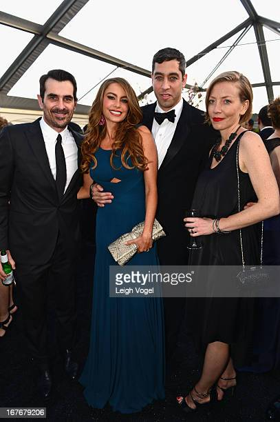 Ty Burrell Sofia Vergara Nick Loeb and Holly Burrell attend ABC News Yahoo News Univision PreWhite House Correspondents Dinner cocktail reception at...