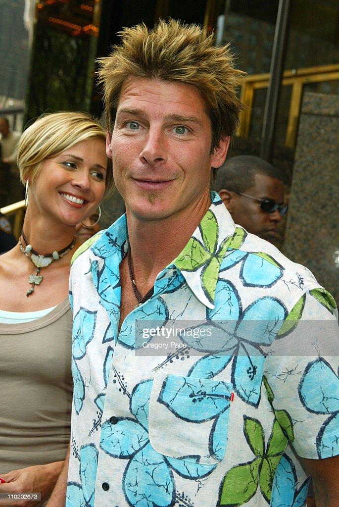 ABC 2004-2005 Upfront - Arrivals : News Photo