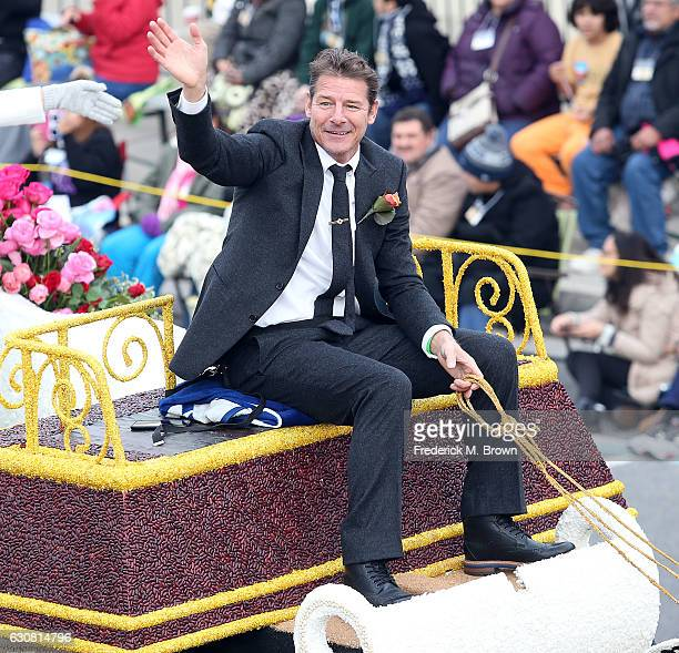 Ty Pennington waves to the crowd during the 128th Tournament of Roses Parade Presented by Honda on January 2 2017 in Pasadena California