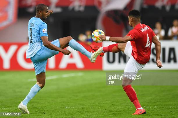 Tyias Browning of Guangzhou Evergrande fights for the ball with Edgar Bruno Da Silva of Daegu FC during their AFC Champions League group stage...