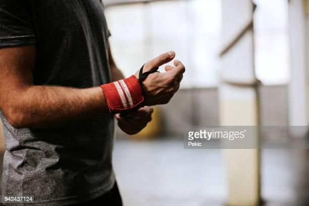 Sport-Handschuh zu binden