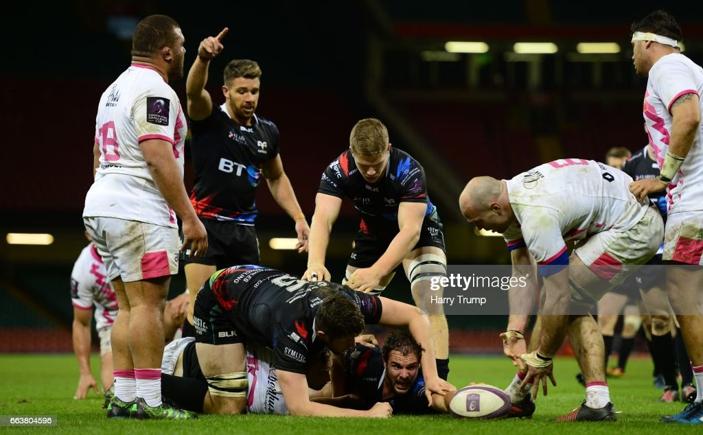 Ospreys v Stade Francais Paris - European Rugby Challenge Cup : News Photo