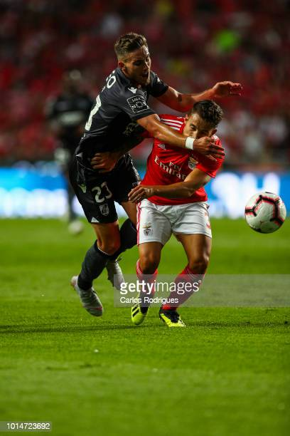 Tyler Boyd of Vitoria SC vies with Alex Grimaldo of SL Benfica for the ball possession during the Liga NOS match between SL Benfica and Vitoria SC at...